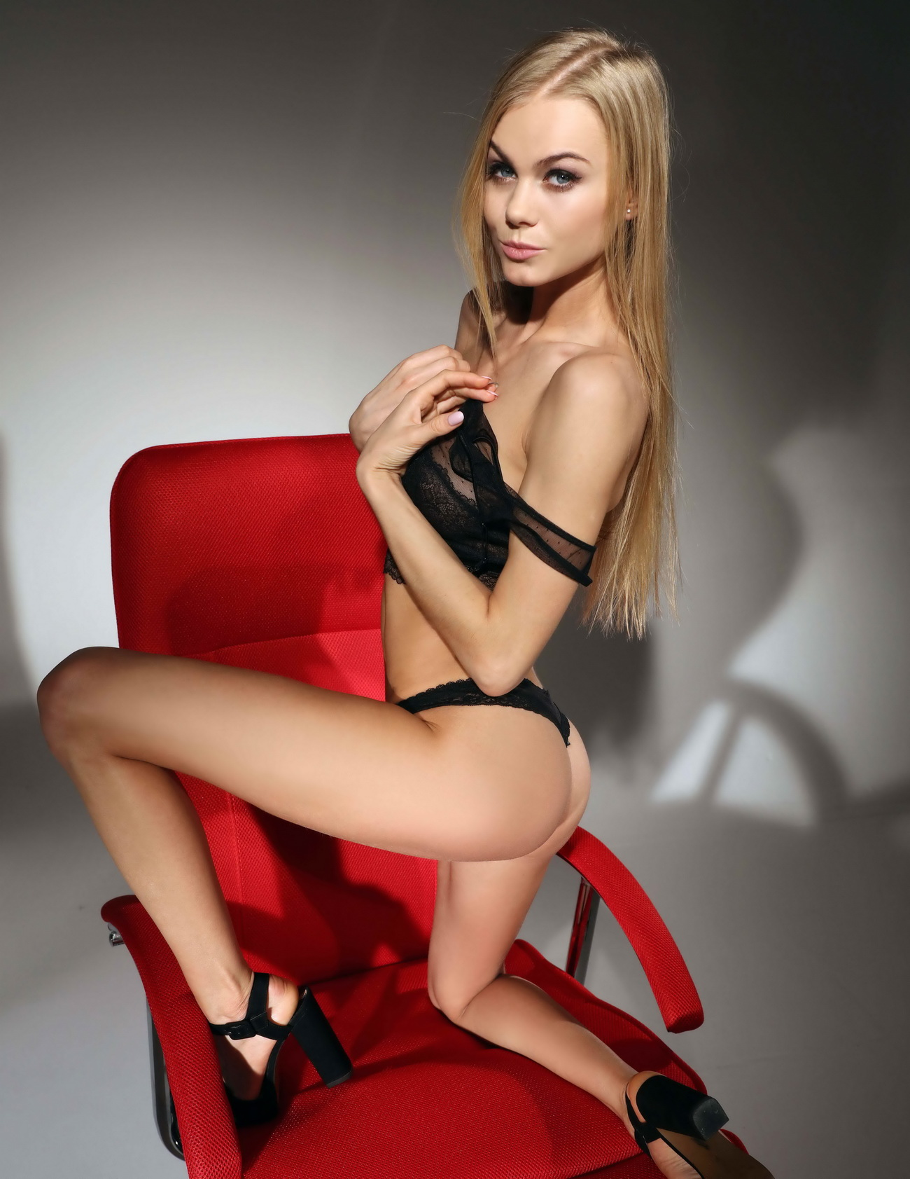 Skinny Babe From 123 London Escorts